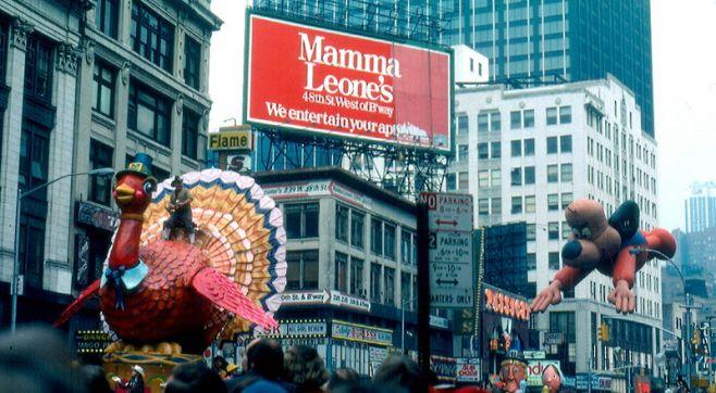 Pavo desfilando por Times Square en1979