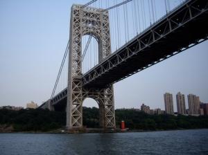 Puente George Washington y el Pequeño Faro Rojo a sus pies